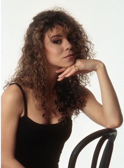 http://www.eylence.az/blogs/media/blogs/eylence/2006/10/www.Eylence.AZ_Mariah_Carey_June_12_1990_01.jpg