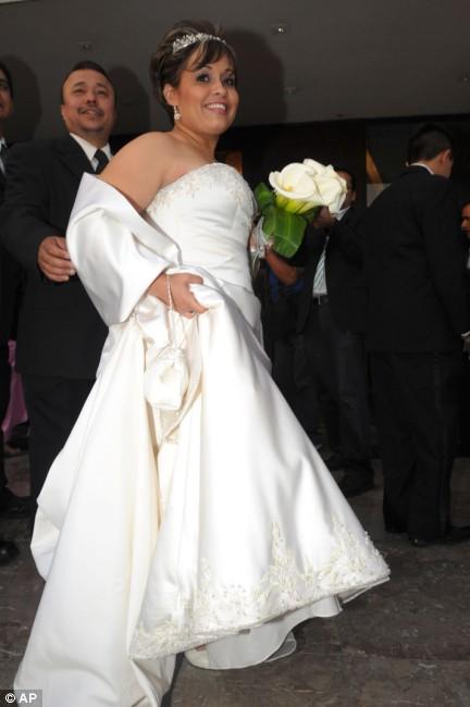 Wedding party: Manuel Uribevs vs Claudia Solis